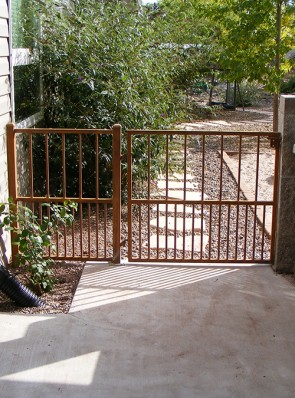 3' high gate and rail with doggie pickets