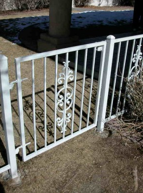3' high fence with gate