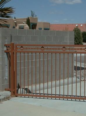 Sliding gate with High Desert design on top